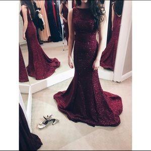 Sherri hill maroon prom dress
